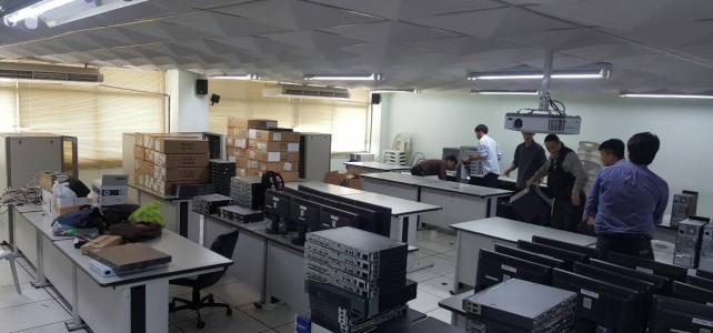 ขนย้ายอุปกรณ์เครือข่ายและคอมพิวเตอร์เพื่อจัดเตรียมห้องเรียนปฏิบัติการเครือข่าย ณ ศูนย์พระนครเหนือ