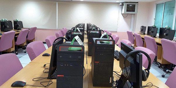 ห้องศูนย์การเรียนรู้ด้วยตนเองศูนย์โชติเวช เปลี่ยนเครื่องคอมพิวเตอร์ใหม่